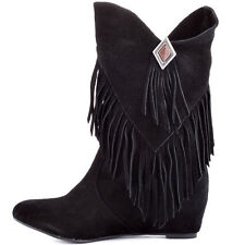 Flat (0 to 1/2 in.) Casual Cowboy, Western Boots for Women