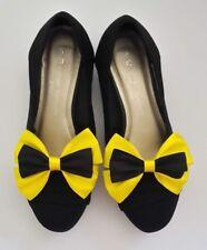 Emma Wiggle Theme Bow Shoe Clips