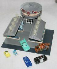 Disney Pixar Cars großes Flo´s V8 Cafe Mattel dieCast + 6 Cars Autos mit Licht