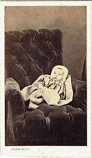 Photo cdv : Pierre Petit ; Un bébé posé dans un fauteuil , 1864