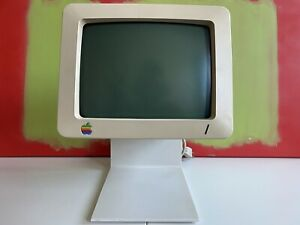 Vintage Apple Monitor G090H, A2M4090 with Power Cable and RCA Cable (powers on)