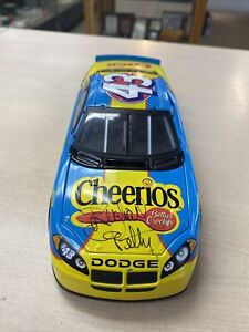 ACTION 2004 RICHARD PETTY #43 AUTOGRAPHED SIGNED  1/24 DODGE