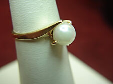 10K YELLOW GOLD RING WITH ATTRACTIVE CULTURED PEARL - NICE, DRESSY RING
