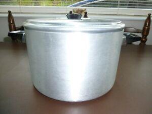 Large Lidded Cooking Pan/ Stock Pot.