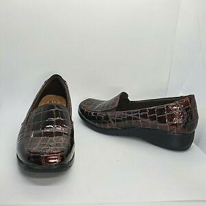 Clarks Collection Women's 7.5 M Brown Glossy Slip On Loafer Shoes
