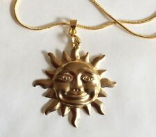 LARGE SMILING SUN GOLD TONE PENDANT AND 43 CM CHAIN