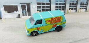 RACING CHAMPION HANNA BARBERA SCOOBY DOO THE MYSTERY MACHINE 1975 CHEVY VAN 1/64