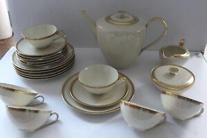Hutschenreuther Kaffee- Teeservice 6 Personen Form Favorit mit Goldrand 23 Teile