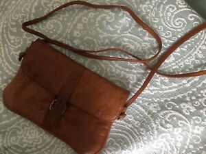 Vintage/Retro 80s Tan Leather Cross Body Bag/Purse/Passport/Travel