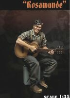 1/35 Resin WW2 German Soldier Playing Guitar Unpainted Unbuild BL473