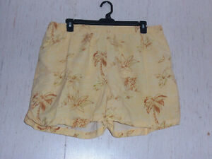 EXCELLENT MENS TOMMY BAHAMA YELLOW W/ FLORAL SWIM SHORTS / TRUNKS   SIZE XL