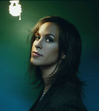 Alanis Morissette UNSIGNED photo - H5347 - Canadian-American singer-songwriter