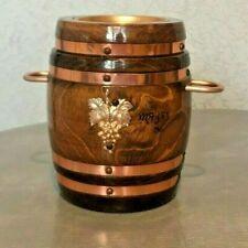 Pot a tabac en  bois verni forme tonneau avec anses grappe raisin et cendrier