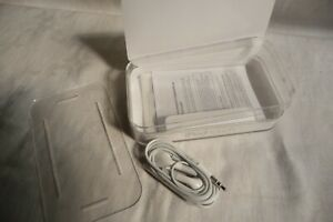 Apple ipod touch plastic case and earphones - new     U3