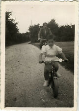 PHOTO ANCIENNE - VINTAGE SNAPSHOT - VÉLO BICYCLETTE ENFANT MODE - BIKE CHILD