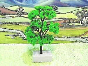 PACK of  4  MODEL TREES ( Light Green ) for  Railway /Scenery 1/76 - OO ( New )