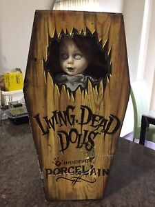 "Living Dead Dolls Posey 18"" Porcelain Doll 4000 Made .Mezco . Unopened In Coffin"
