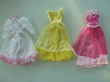 k33/ LOT DE VETEMENTS POUPEE BARBIE DOLL MY SCENE MATTEL 3 ROBES VINTAGE - TBE