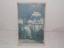 Vecchia cartolina foto d epoca di DONNA RAGZZA SCRITTOIO RPH 1923 SERA LETTERA