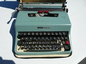 Vintage Olivetti Lettera 32 Manual Mechanical Portable Typewriter With Case
