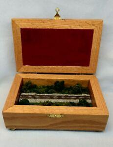Z SCALE OAK WOOD  DISPLAY BOX - W/ SCENERY & READY FOR ANY Z TRAIN  VZWOAKsdN1