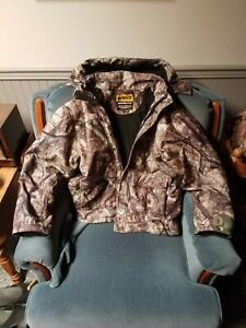 dewalt heated hooded jacket, large, real tree camo, cellphone charger included