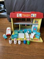 Fisher Price Play Family Children's Hospital 1976-78 W/Little People Accessories