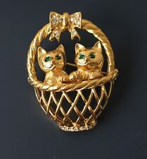 Adorable Vtg Basket Of Kitties animal Brooch In Gold Tone Metal with crystals