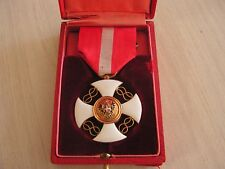 superbe    medaille  ordre de la couronne  d'italie en or  avec boite
