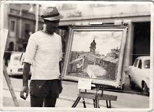 #OSTIA LIDO: 1963-LA FOTO MOSTRA IL PITTORE CUTOLI CHE ESPONE TETTI VECCHI -SORA