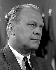 GERALD R. FORD U.S. REPRESENTATIVE IN 1964 WARREN COMMISSION 8X10 PHOTO (BB-400)