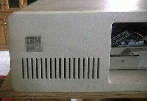 Vintage Computer IBM Model 5160, Turns On, For Parts Or Restoration.