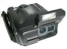 Vintage c. 1995 FUJIX DS-220 Digital Card Camera w/AC Adaptor in Outfit Case