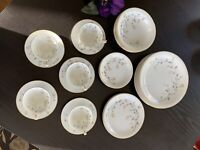 Noritake Florence #5528 Dinnerware Set. Service For 5 Plus Extras. 33 Pieces