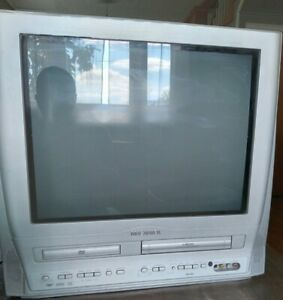 """Magnavox Model CT202MW8 20"""" TV/DVD/VRC - Perfect for old school gaming!"""