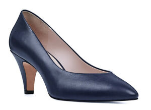 NIB - Nine West Pointed Toe Classic Leather Pumps nvy
