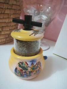Moulin à épices thyn provençal comme neuf jaune faïence provencale cadeau noel