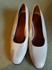 COACH bone colored size 8 M pump shoe made in Italy!
