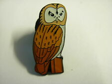Barn owl on a log pin badge. Lovely lapel badge. Owl on a tree stump