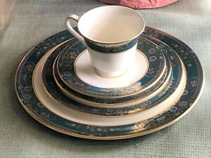 ROYAL DOULTON CARLYLE 5 PC SETTING - UNUSED