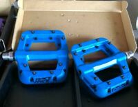 "Race Face Chester Platform Mountain Bike Pedals 9/16"",  -- Blue"