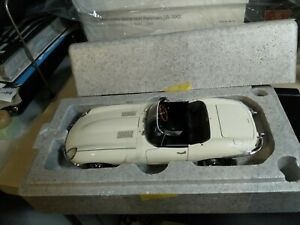 Autoart 1:18 1/18 Jaguar E-type roadster series 1 3.8 Cream very rare stock