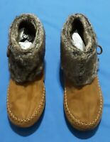WOMAN'S AIRWALK BROWN ANKLE MOCCASIN  BOOTS .SIZE 11 TAN SUEDE FAUX FUR TOP.