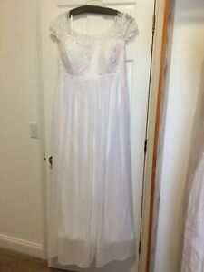 June Bridals Wedding Gown White Cap Sleeve Appliqued Scoop Neck Chiffon 26W NWT