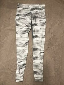 Under Armour Workout Pants ladies M allseason ankle zip Grey Camouflage Stretchy