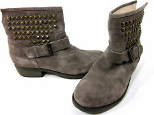STEVE MADDEN, OUTLAWW ANKLE BOOT, WOMEN, TAUPE SUEDE, US 10 M EURO 40, PRE OWNED