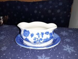 Blue Willow Porcelain Miniature Oval Gravy Boat Attached Tray Birds Pagoda NEW