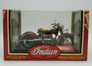 Tootsietoy 1942 Indian 442 Motorcycle Diecast Replica 1/10 Scale Maroon in Box