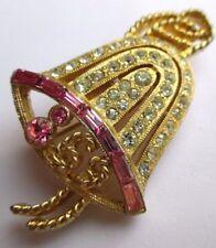 Belle broche bijou vintage couleur or cloche cristaux diamant baguette rose 3128