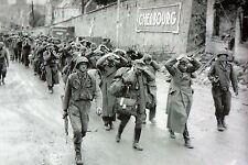WW2 - Photo - Prisonniers allemands quittant Cherbourg le 27 juin 1944